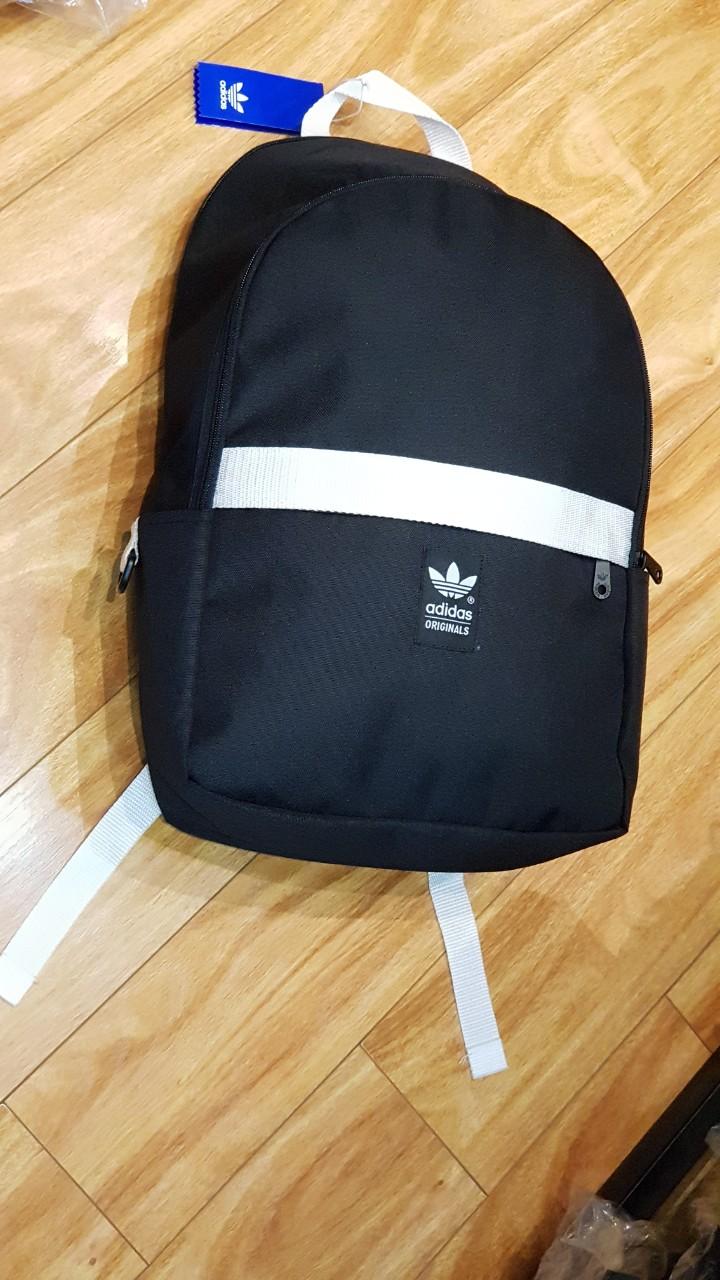 Balo Adidas Originals Essential Backpack Black mang nét trẻ trung, hiện đại 2