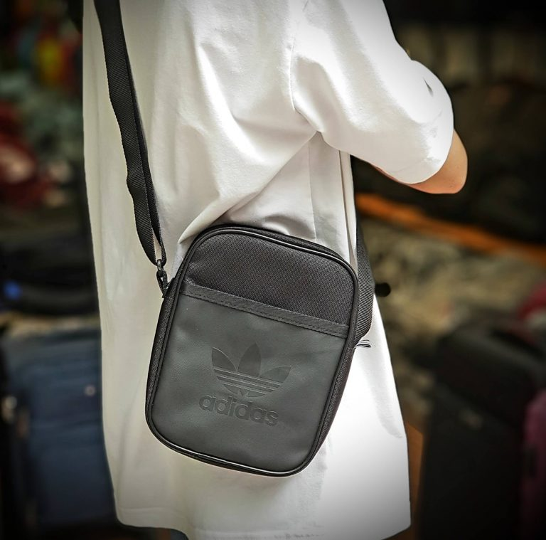 Cá tính, phong cách với 3 mẫu túi thể thao đeo chéo hàng hiệu 1