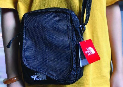 Túi đeo chéo nhỏ gọn - phụ kiện không thể thiếu khi xuống phố 10