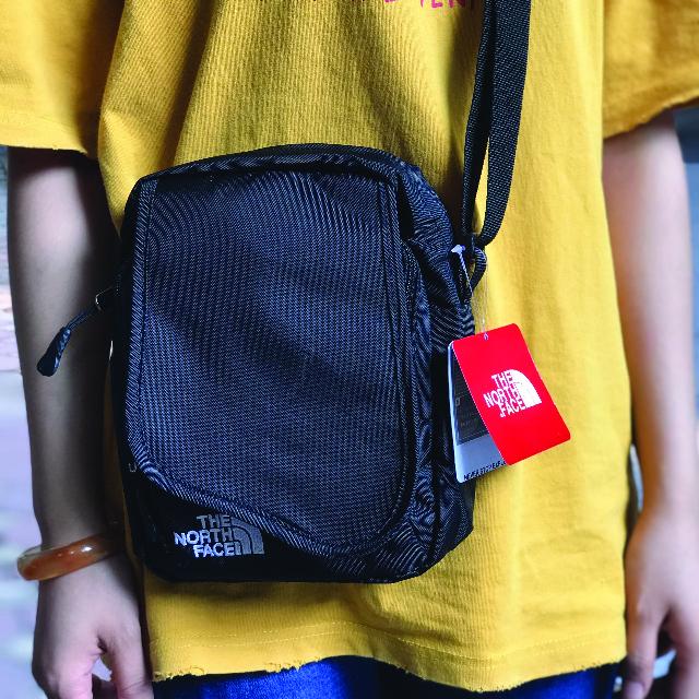 Túi đeo chéo nhỏ gọn - phụ kiện không thể thiếu khi xuống phố 2